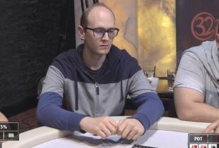 A Team Hero pozsonyi portyájának szombati napja, €5/€5 PLO ès €5/€5 NLHE jàtèk, többek közt Skaidy ès daniboy az asztalnál.