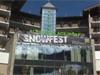 Az EPT Snowfest képekben: buli, síelés, póker, réparágcsáló Negreanu, orrpiszkáló Boris Becker és egy síelni próbálkozó Zoleee. :-)